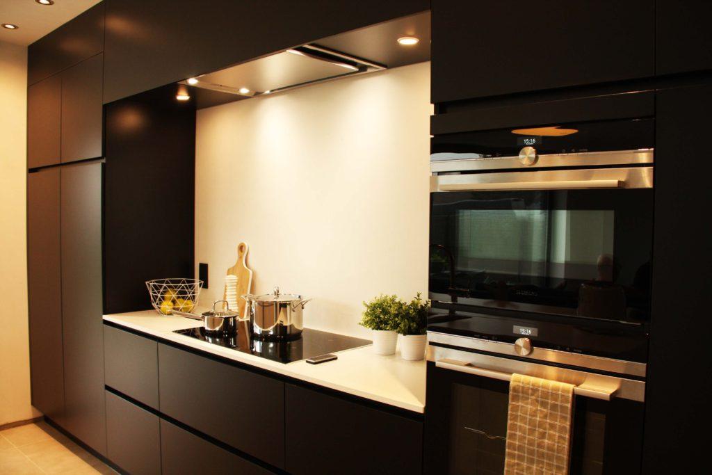 Moderne keuken een realisatie door aquizien uit hamme
