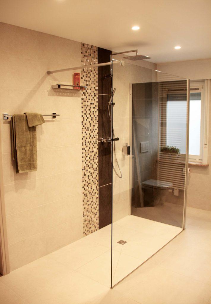 Een gerenoveerde badkamer