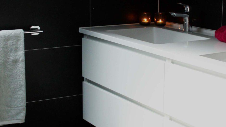 Badkamer Renovatie Edegem : Badkamerrenovatie door aquizien klein maar fijn black white